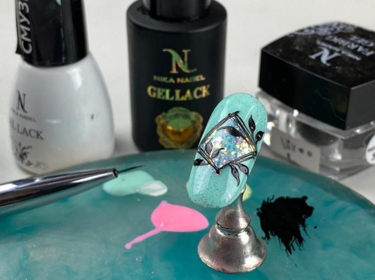 Straight Fenix Nail Art
